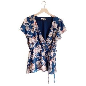 June & Hudson• Blue Flutter Sleeve Floral Wrap Top
